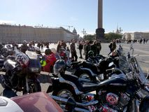 St Petersburg, Rosja - 09 29 2018: Motofestival przy pałac kwadratem, zamykać motorowy sezon obrazy royalty free