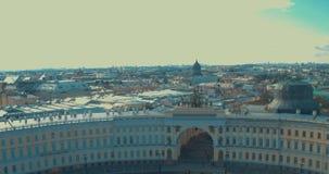 ST PETERSBURG, ROSJA: Triumfalnego łuku rydwanu chwała na sztaba generalnego budynku w St Petersburg zbiory wideo