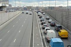 St Petersburg Rosja, Wrzesień, - 18, 2015: ruchu drogowego dżem na th zdjęcia stock