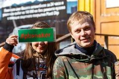 St Petersburg, Rusia - 10 de abril de 2016: Torneo del estudiante de Paintball de la universidad de Bonch Bruevich en el club de  Fotografía de archivo libre de regalías