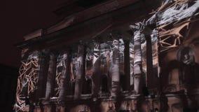 ST PETERSBURG, RUSIA - 29 DE ABRIL DE 2016: trazado 3D Teatro de Alexandrinsky La proyección de las formas geométricas y almacen de metraje de vídeo