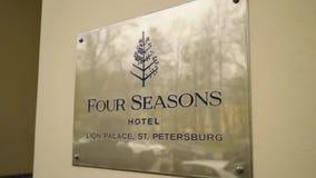 ST PETERSBURG, RUSIA - 27 DE ABRIL DE 2019: Hotel de cuatro estaciones almacen de metraje de vídeo