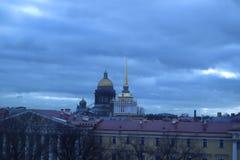 ST PETERSBURG, RUSIA - 26 DE FEBRERO DE 2019 Opinión sobre catedral del st Isaac foto de archivo libre de regalías