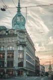 St Petersburg, Rusia - 26 de julio de 2015: El cielo hermoso de la puesta del sol de la visión cerca del edificio del Ministerio  fotografía de archivo libre de regalías