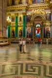 ST PETERSBURG, RUSIA - 26 DE JULIO DE 2014: Turistas en el inter Fotografía de archivo libre de regalías