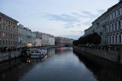 ST PETERSBURG, RUSIA - 14 de julio de 2014: noche Petersburgo en la puesta del sol Fotos de archivo