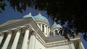 ST PETERSBURG, RUSIA - 23 DE JUNIO DE 2019: Catedral de la trinidad metrajes