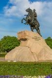 ST PETERSBURG, RUSIA - 30 DE MAYO DE 2015: Estatua ecuestre del jinete de bronce de Peter el grande Imagen de archivo libre de regalías