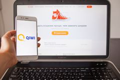 ST PETERSBURG, RUSIA - 14 DE MAYO DE 2019: Página web y logotipo de la compañía rusa en las pantallas de artilugios imagen de archivo libre de regalías
