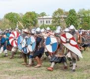 St Petersburg, Rusia - 27 de mayo de 2017: Reconstrucción histórica de la batalla de Viking en St Petersburg, Rusia Imagen de archivo libre de regalías