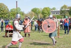 St Petersburg, Rusia - 27 de mayo de 2017: Reconstrucción histórica de la espada que lucha en St Petersburg, Rusia Fotografía de archivo
