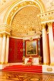St Petersburg, Rusia - 12 de mayo de 2017: Trono real, interior de la ermita del estado, un museo de arte y cultura adentro Imagen de archivo libre de regalías