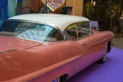St Petersburg, Rusia - 7 de octubre de 2018: Exposición de coches viejos en la alameda Cadillac Deville Vista-lado posterior foto de archivo