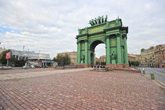 ST PETERSBURG, RUSIA - 13 DE SEPTIEMBRE DE 2015: Puerta triunfal de Narva Foto de archivo