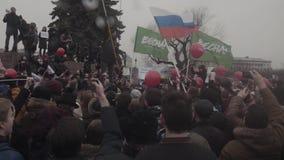 ST PETERSBURG, RUSIA, EL 26 DE ABRIL DE 2017 Lemas antis de Putin de la protesta rusa