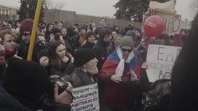 ST PETERSBURG, RUSIA, EL 26 DE ABRIL DE 2017 Protesta anti rusa de la corrupción