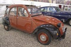 ST PETERSBURG, RUSIA el 25 de enero de 2015 Exposición de los coches del vintage Fotografía de archivo libre de regalías