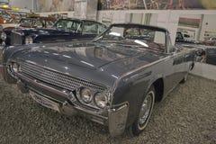 ST PETERSBURG, RUSIA el 25 de enero de 2015 Exposición de los coches del vintage Imagen de archivo