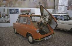 ST PETERSBURG, RUSIA el 25 de enero de 2015 Exposición de los coches del vintage Imagenes de archivo