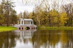 St Petersburg, Rusia, Tsarskoye Selo en Pushkin 10 de mayo de 2019 Los parques que caminan saltan fotografía de archivo