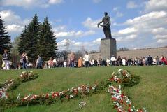 St. PETERSBURG RUSLAND - 9 MEI - Piskaryovskoye ceme royalty-vrije stock fotografie