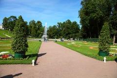 ST. PETERSBURG, RUSLAND - AUGUSTUS 2, 2015: Fontein Stock Foto