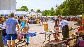ST PETERSBURG, RUSLAND - AUGUSTUS 19, 2017: Russische markt op Kathedraalvierkant in Pushkin Royalty-vrije Stock Afbeeldingen