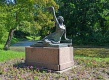 ST Petersburg, Rusland De Prestatie van een monumentenraimonda dyen in het de Overwinningspark van Moskou stock foto