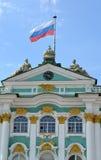 ST Petersburg, Rusland De Russische vlag fladdert over de Kluis Stock Foto