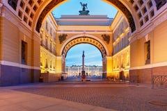St. Petersburg, Rusland - de Winterpaleis, huis van de Kluis M royalty-vrije stock foto