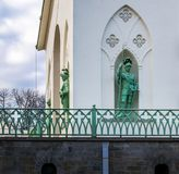 St. Petersburg, Rusland, de zomer van 2017: Beeldhouwwerken van ridders in Ni stock afbeelding