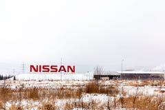 St. Petersburg, Rusland - December 25, 2018: voorgevel van de Nissan-autofabriek op de rand van de stad royalty-vrije stock afbeelding
