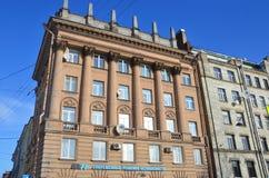 St. Petersburg, Rusland, 27 Februari, 2018 Woningbouw, in de stijl van Stalinist Neoclassicism in de jaar die van 1950-1960 wordt royalty-vrije stock foto's