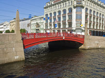 St. Petersburg, Rode brug Royalty-vrije Stock Foto