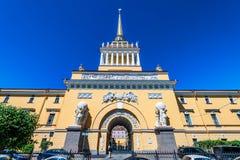 ST PETERSBURG, RUSLAND - JUNI 14, 2015: De bouw van admiraliteit in Heilige Petersburg Stock Afbeelding