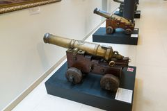 St. Petersburg, Rusland - Juni 02 2017 Oud kanon in Zeemuseum in Kryukov-Barakken Royalty-vrije Stock Fotografie