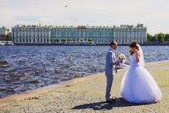 ST. PETERSBURG, 14 RUSLAND-JUNI Pijl van Vasilevsky-eilandopposi Stock Fotografie