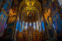ST PETERSBURG, RUSLAND, 02 MEI 2018: Binnenlandse mening van Kerk van de Verlosser op Gemorst Bloed Architecturaal oriëntatiepunt Stock Afbeelding