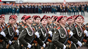 ST. PETERSBURG, RUSLAND - MEI 9: Militaire Overwinningsparade Stock Afbeelding
