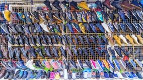 ST petersburg RUSLAND - SEPTEMBER 26, 2016: de mensen` s schoenen verzetten tegenzich Royalty-vrije Stock Foto's