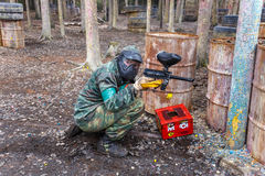 St Petersburg, Russia - 10 aprile 2016: Torneo dello studente di paintball dell'università di Bonch Bruevich nel club di Snaker Fotografie Stock