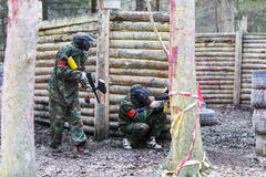 St Petersburg, Russia - 10 aprile 2016: Torneo dello studente di paintball dell'università di Bonch Bruevich nel club di Snaker Fotografia Stock