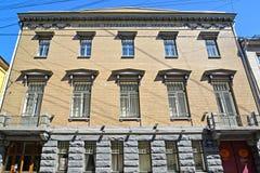 ST petersburg russia Byggnaden med en inskrift i ryskt ryskt geografiskt samhälle royaltyfri fotografi