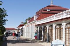 St Petersburg, RUSSIA-28 d'août 2016 Le palais de Monplaisir dans Peterhof photos stock