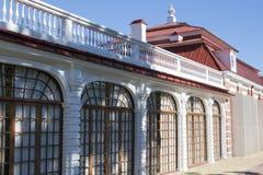 St Petersburg, RUSSIA-28 de agosto de 2016 O palácio de Monplaisir em Peterhof Imagem de Stock
