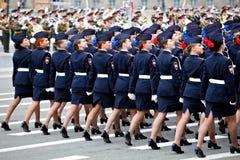 St Petersburg /RUSSIA - 9 de maio: jovem mulher no dur da parada Fotografia de Stock