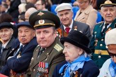 St Petersburg /RUSSIA - 9 de mayo: El viejo veterano de WWII adorna Fotografía de archivo