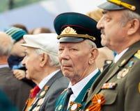 St Petersburg /RUSSIA - 9 de mayo: El viejo veterano de WWII adorna Foto de archivo libre de regalías