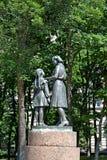 ST petersburg russia Ett monumentmottagande i banbrytare i Moskvasegern parkerar Arkivfoton