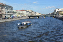 ST. PETERSBURG, RUSSIA. The excursion ship with tourists moves down the river to Fontanka Royalty Free Stock Photography